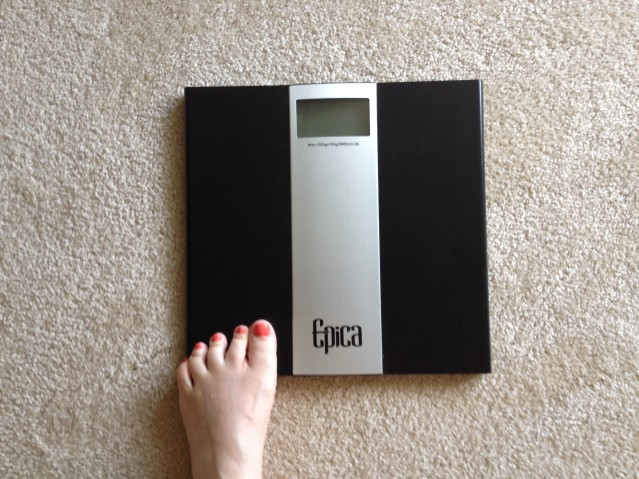 scale.toes.photo
